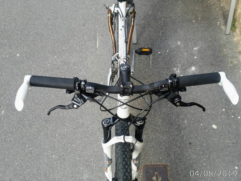 Handlebar & shifters on Ghost S